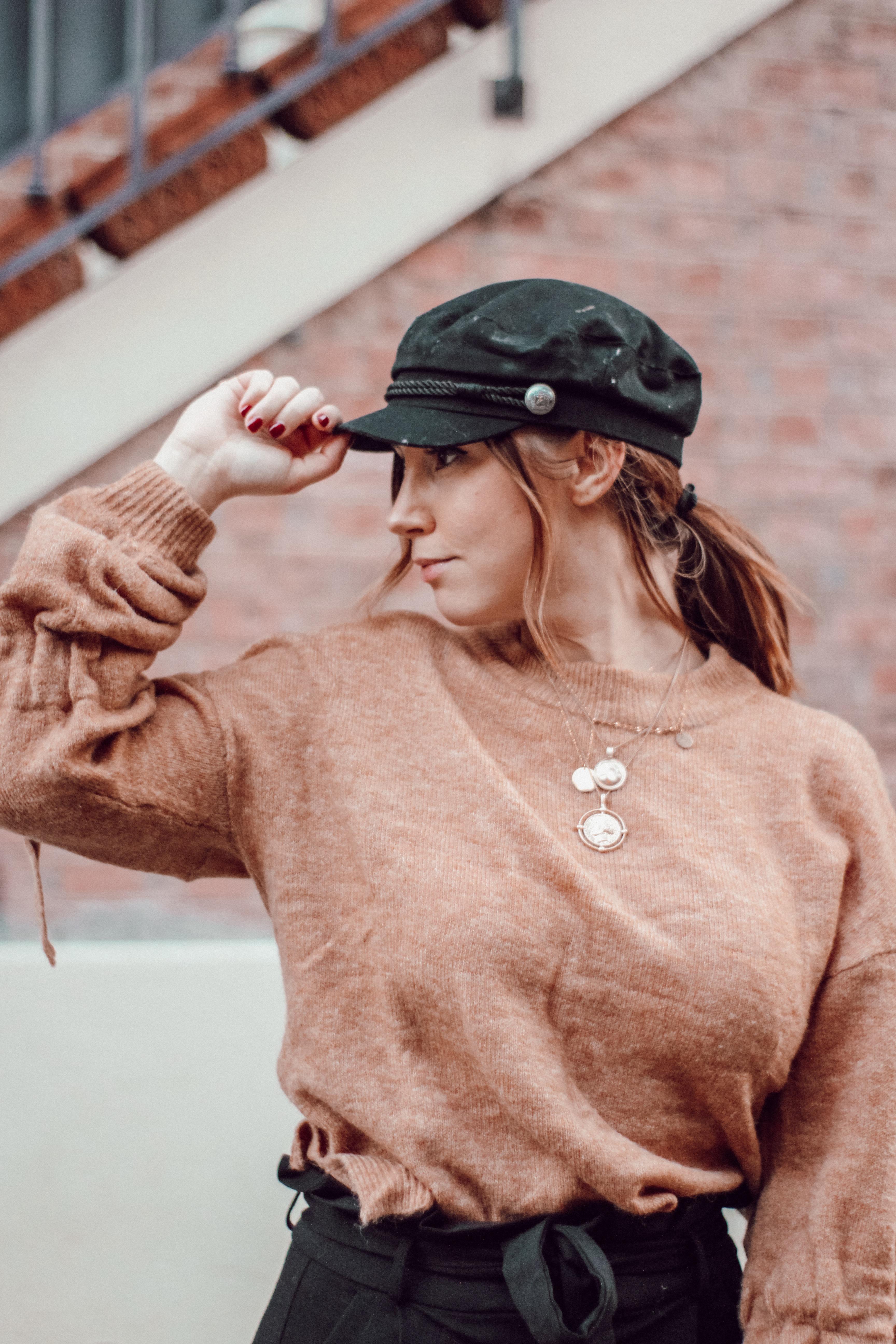 Tenue d'automne pull look casquette gavroche